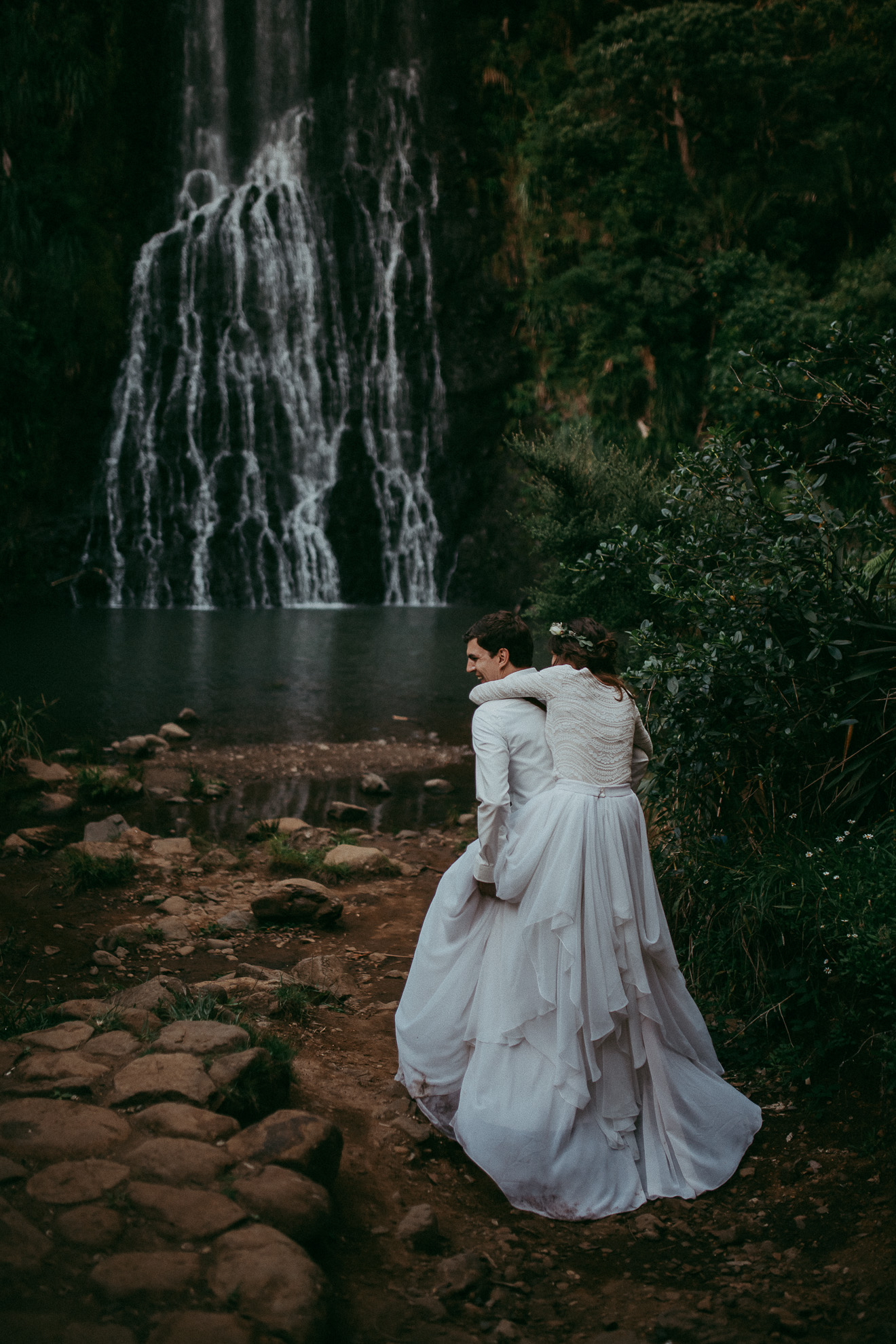 New Zealand elopement {Wedding photographer in Auckland} Karekare Falls