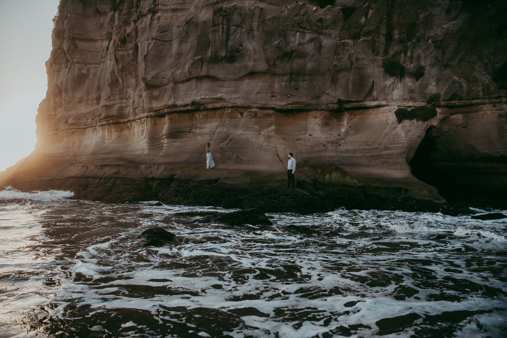 Engagement photo shoot on Muriwai Beach {Auckland pre-wedding-elopement photographer}