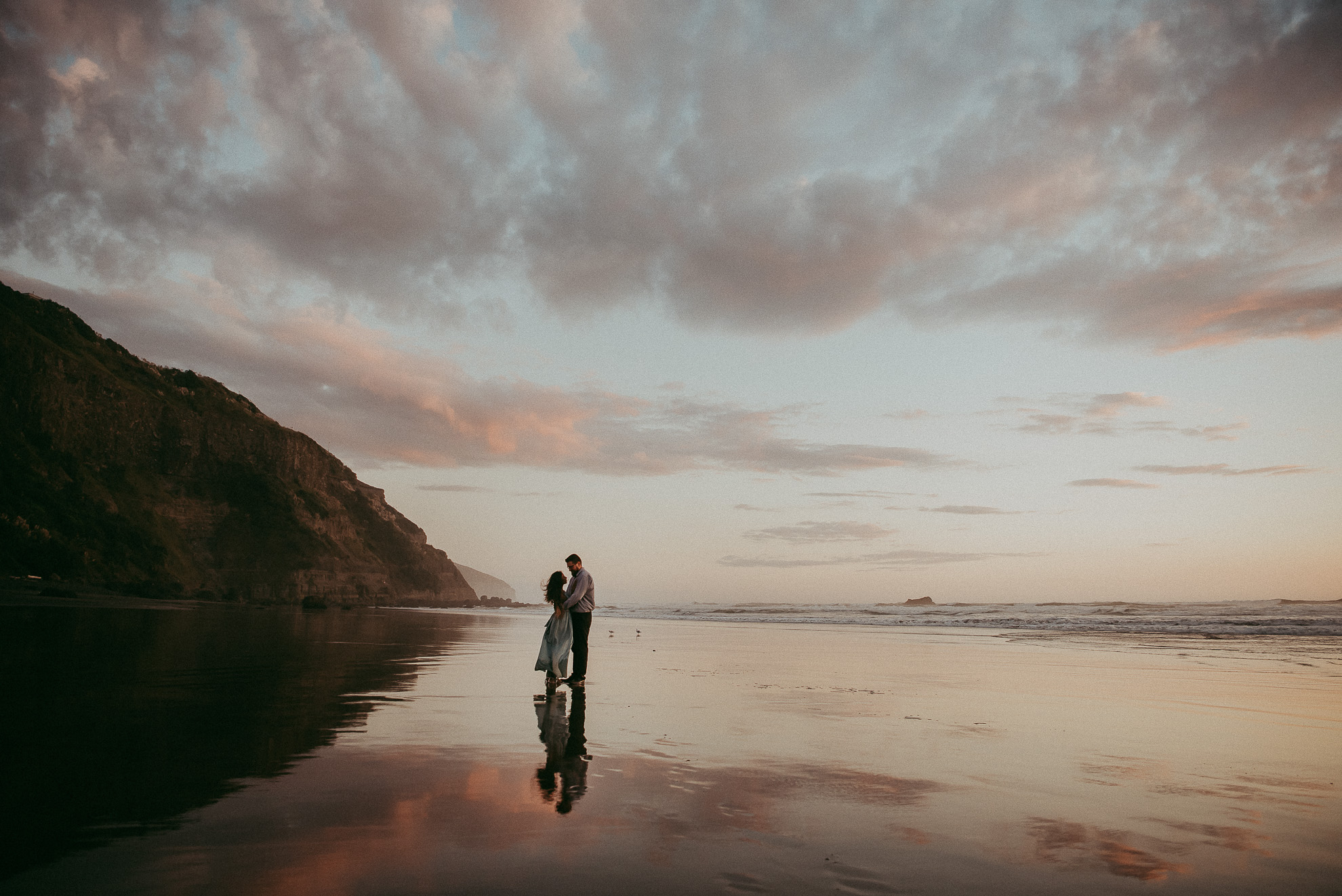 pre-wedding session on Muriwai Beach {Auckland engagement-elopement photographer}