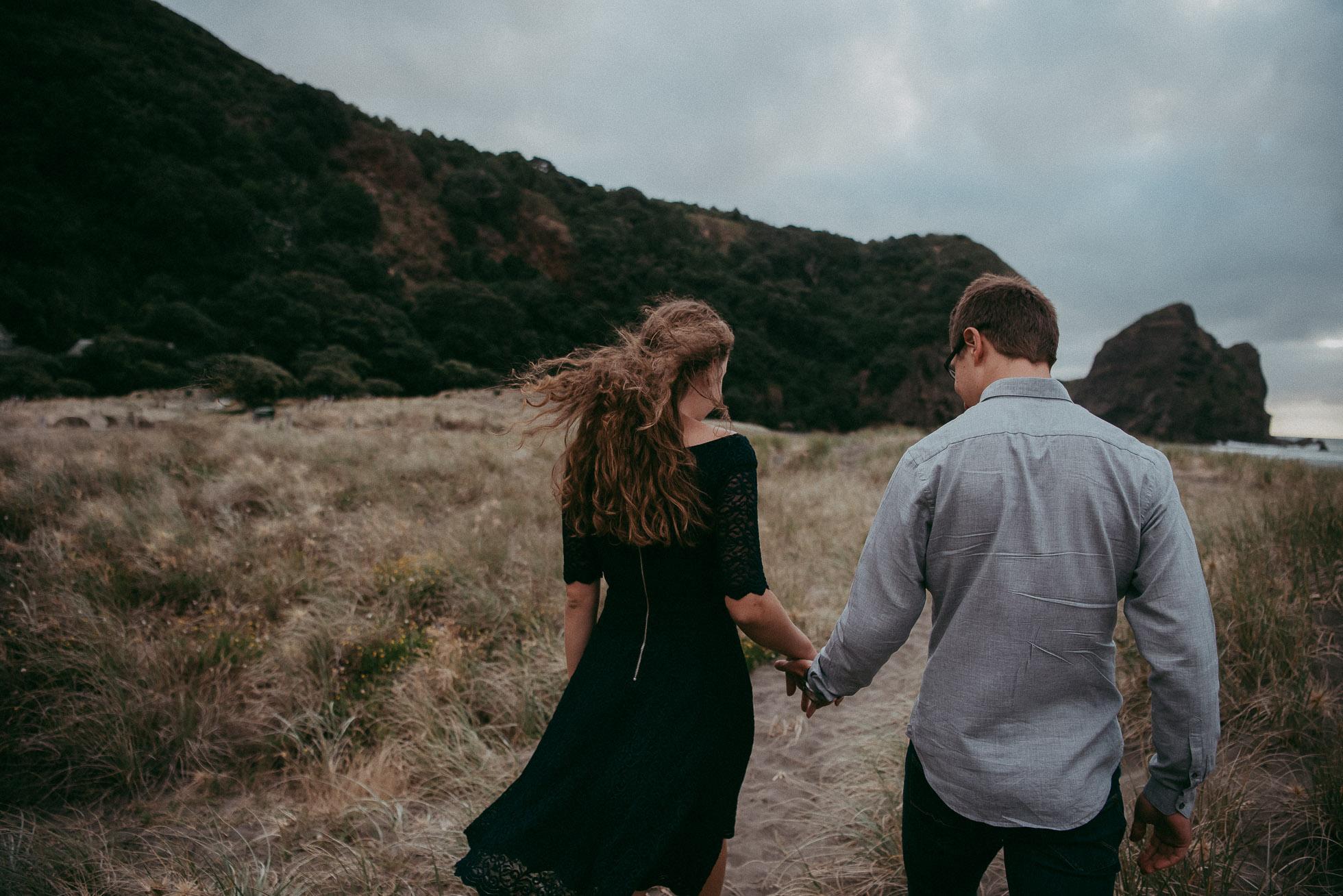 Piha Beach - Pre-wedding engagement session in New Zealand {Auckland wedding photographer}