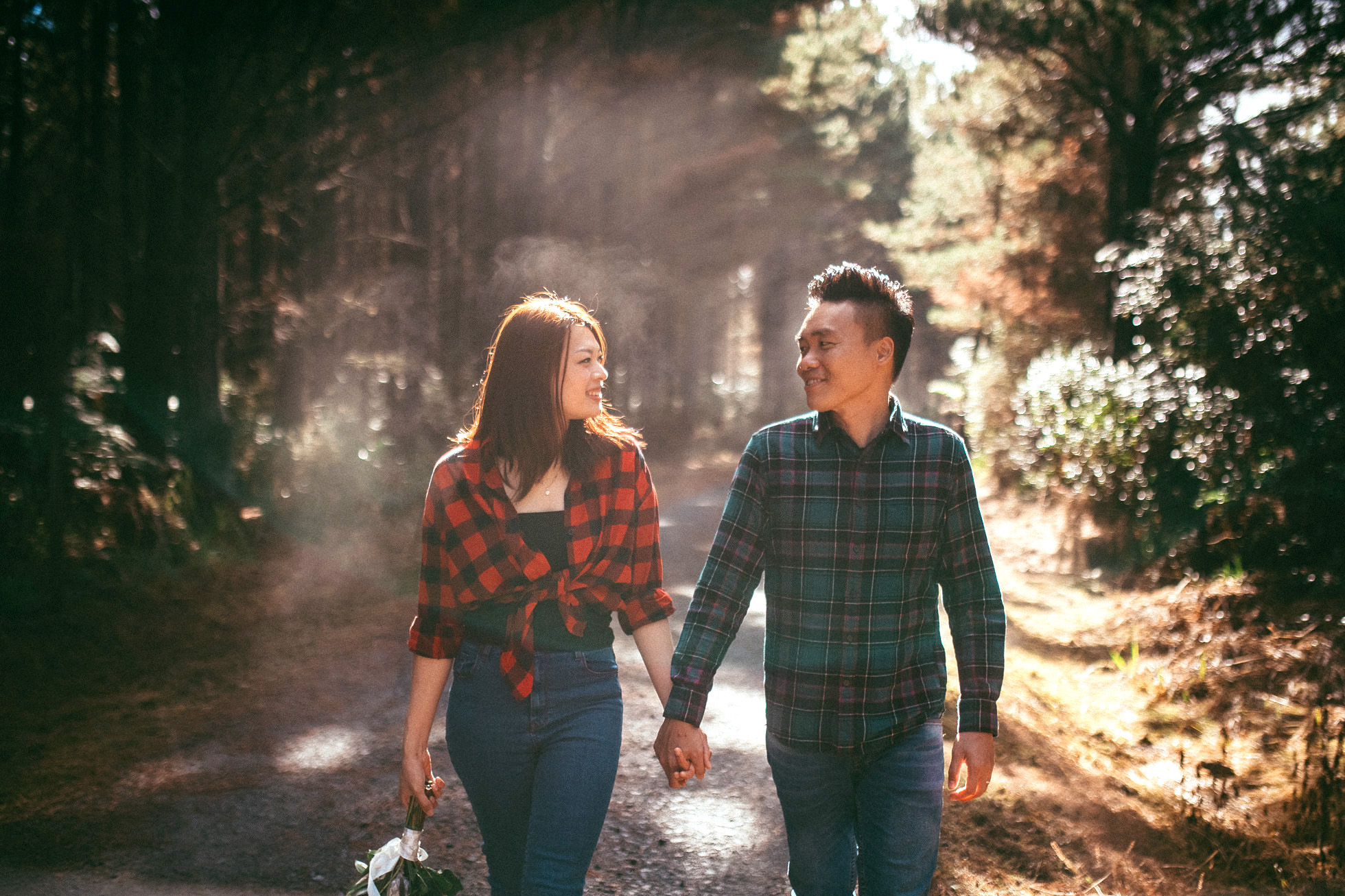 Morning pre-wedding session in forest+beach {wedding-engagement photographer in Auckland}