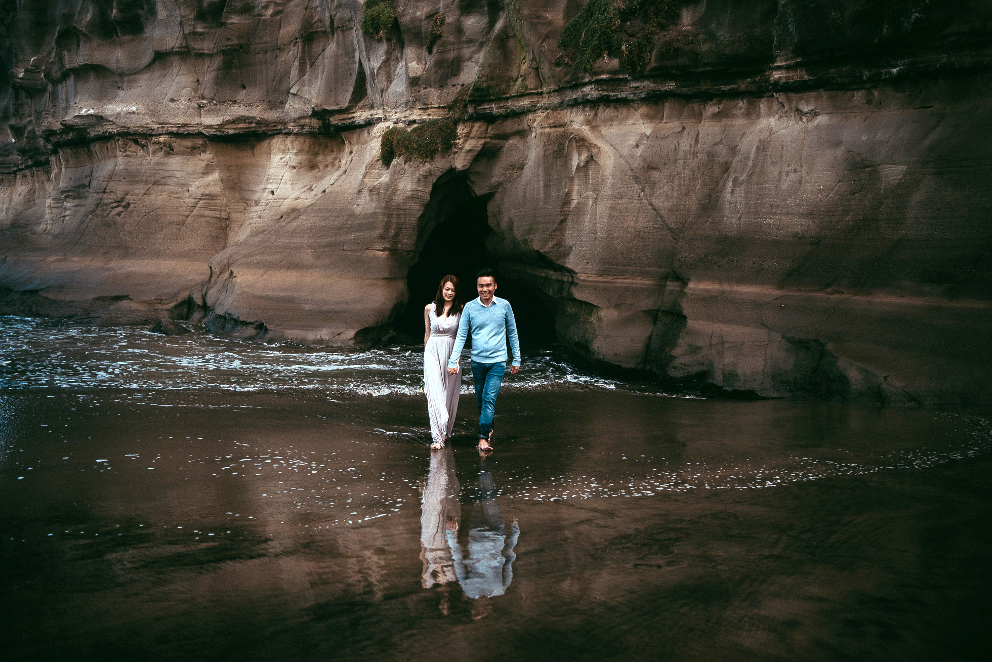 Morning pre-wedding session in forest+beach {wedding-engagement photographers in Auckland}