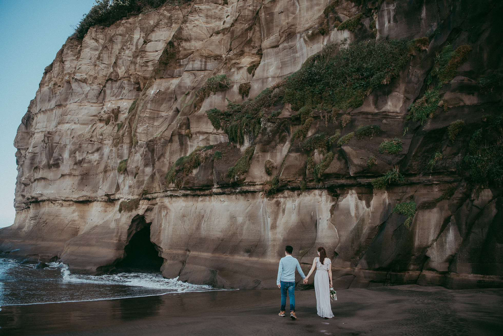 West Auckland morning engagement photo shoot - forest + beach {Pre-wedding photographer NZ}