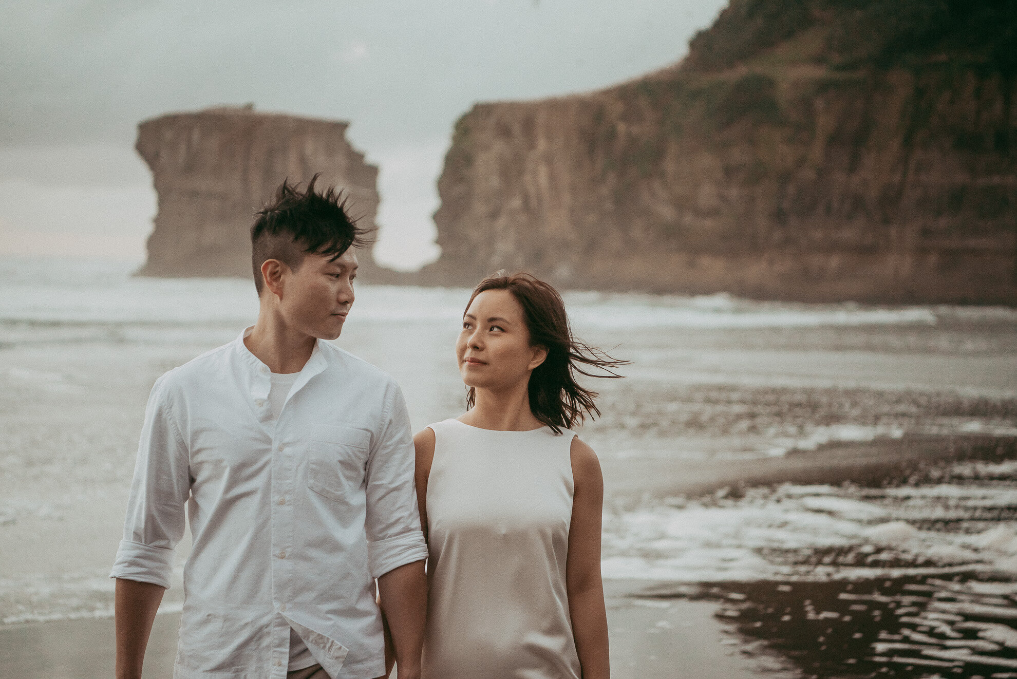 Engagement session - Muriwai Beach {Auckland wedding photographers}