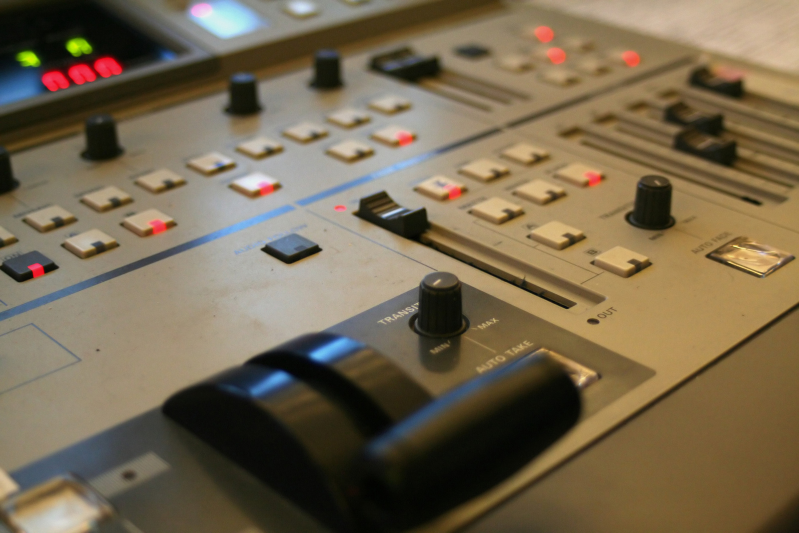 video-mixer-1242317-1599x1066.jpg