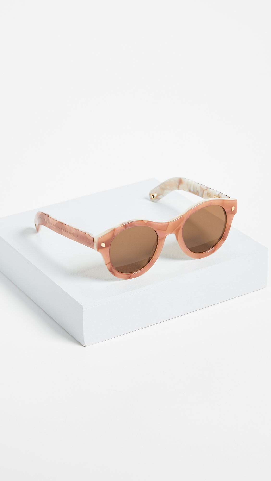 Lucy Folk Grand & Sweet Sunglasses    (comes with chain)