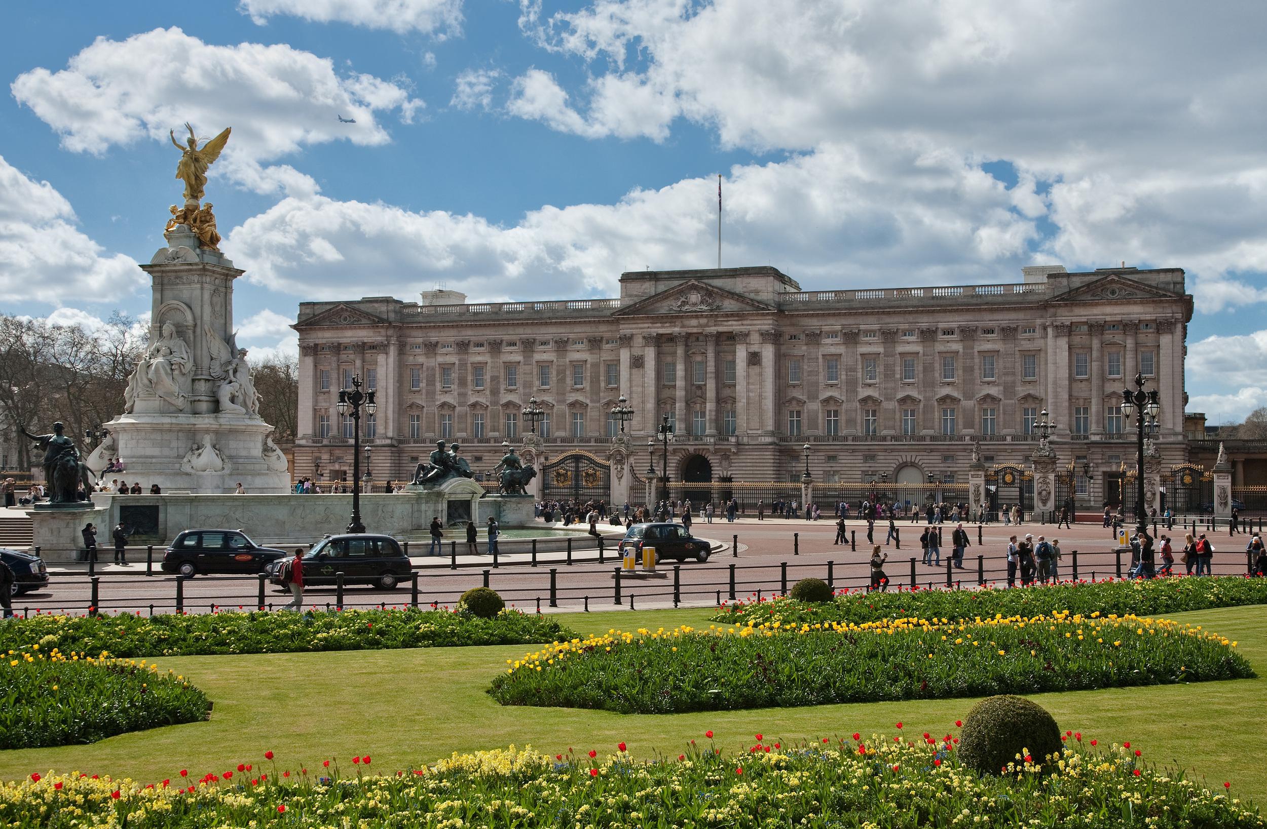 Buckingham_Palace.jpg