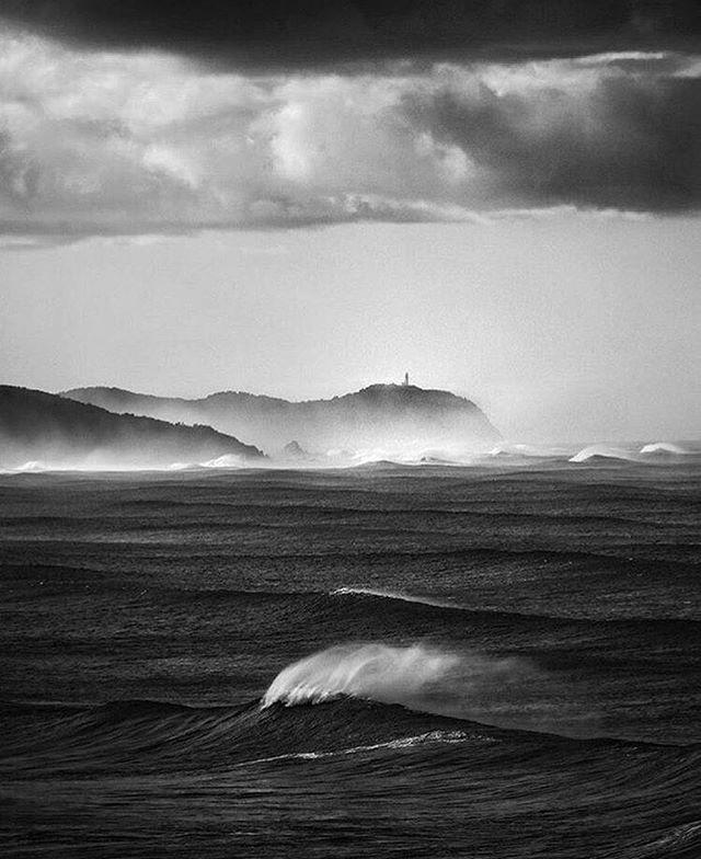 Cloudbreak Photography by @magic.mayer . . . #wave #waves #ocean #sea #coast #shore  #surf #barrel #surfer #surfers #reff #surfing #surfart #surfphotography #photo #hell #phtography #storm #bw #blackandwhite #blackandwhitephotography  #photographer #magic  #shadow #nightmare #dream #night #naturephotography #byronbay #australia