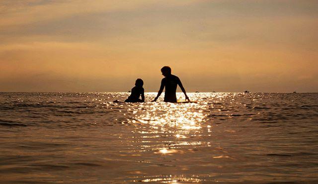 Agora que o dia dos namorados passou, nada melhor que curtir o mar com o seu amor. Boa Terça! - www.sulnativo.com.br  #surf #surfer #surfing #wave #waves #nature #beach #sea #nobodysurf #actionsports #extremesports #lifestyle #ocean #citywave #surfsup #wavepool #surfpool #grindingthroughtexas #thankyouskateboarding #skateboardingsaves #skateeverydamnday #skateboarding #skateboard #skatelife #sk8 #skater #skateanddestroy #amburnskateboards