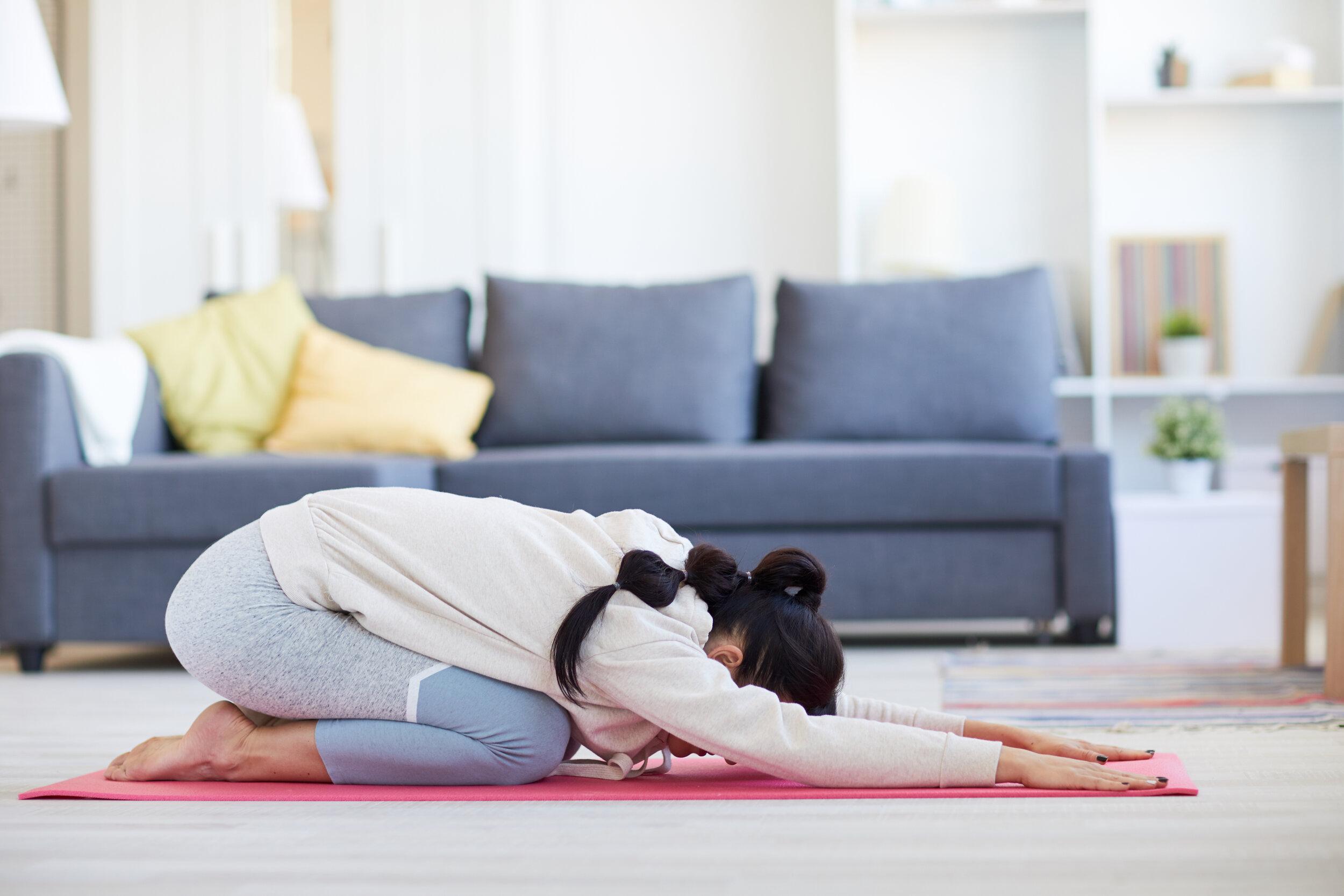 exercising-at-home-8GCMQWK.jpg