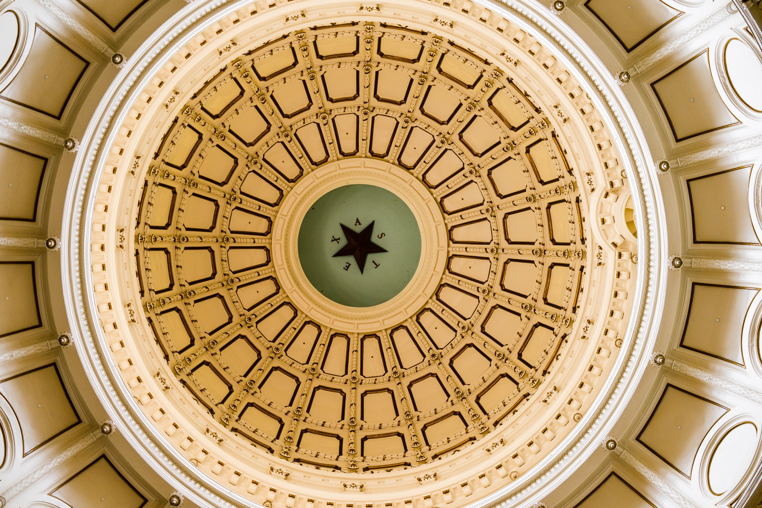 Texas Capitol (Photo by  Avi Werde  on  Unsplash )