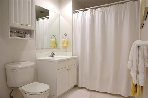 Nautica_Bathroom.jpg
