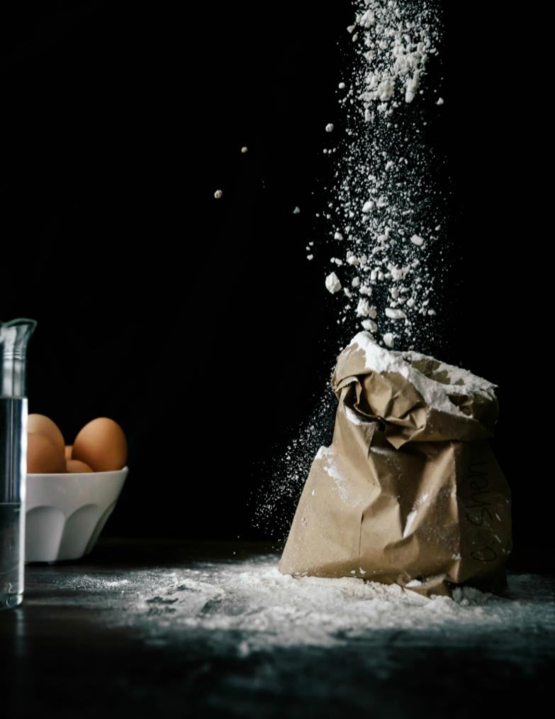 flour pouring.jpg