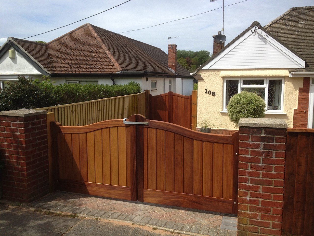 Showing Chelsea gates in Iroko Hardwood. As you can see these can be made to accommodate any height to suit.  In this picture the front gates are 3ft, the gates to the rear of the picture are 6ft.
