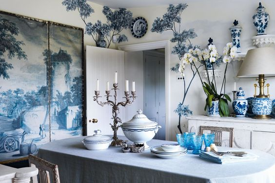 A blue-and-white themed dining room belonging to interior designers Philip Vergeylen & Paolo Moschino. Via House & Garden UK.