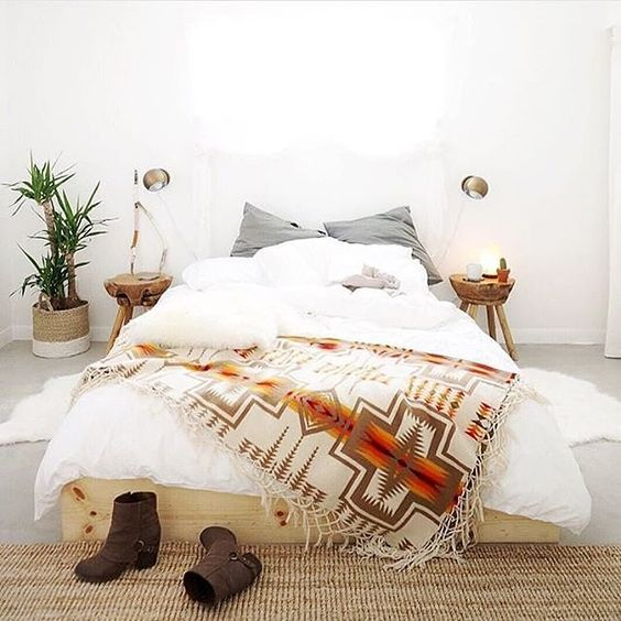 Bed with Pendleton blanket at Casa Joshua Tree. Photo by Whitney Leigh Morris.