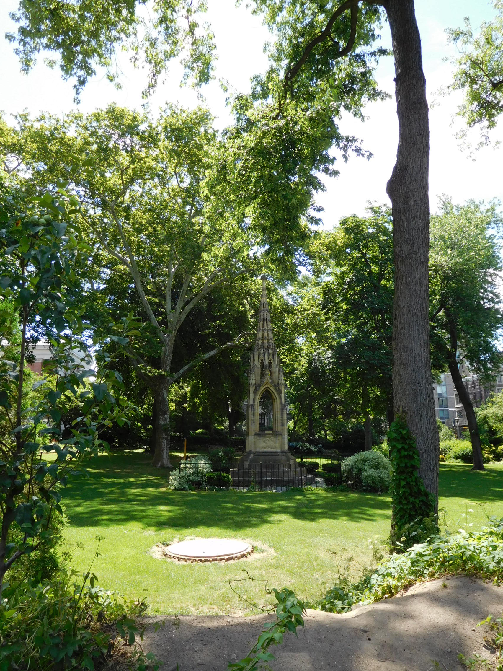 ^ 111th Street People's Garden