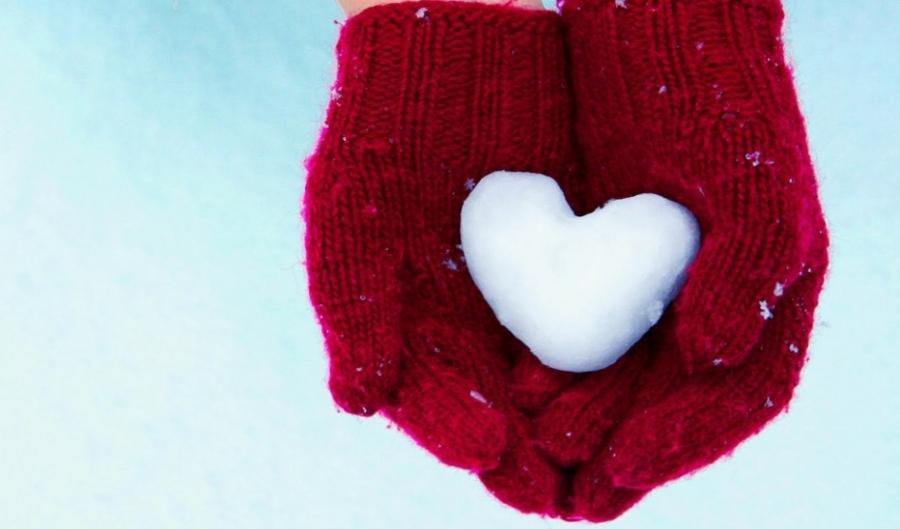 snow-heart-red-gloves.jpg
