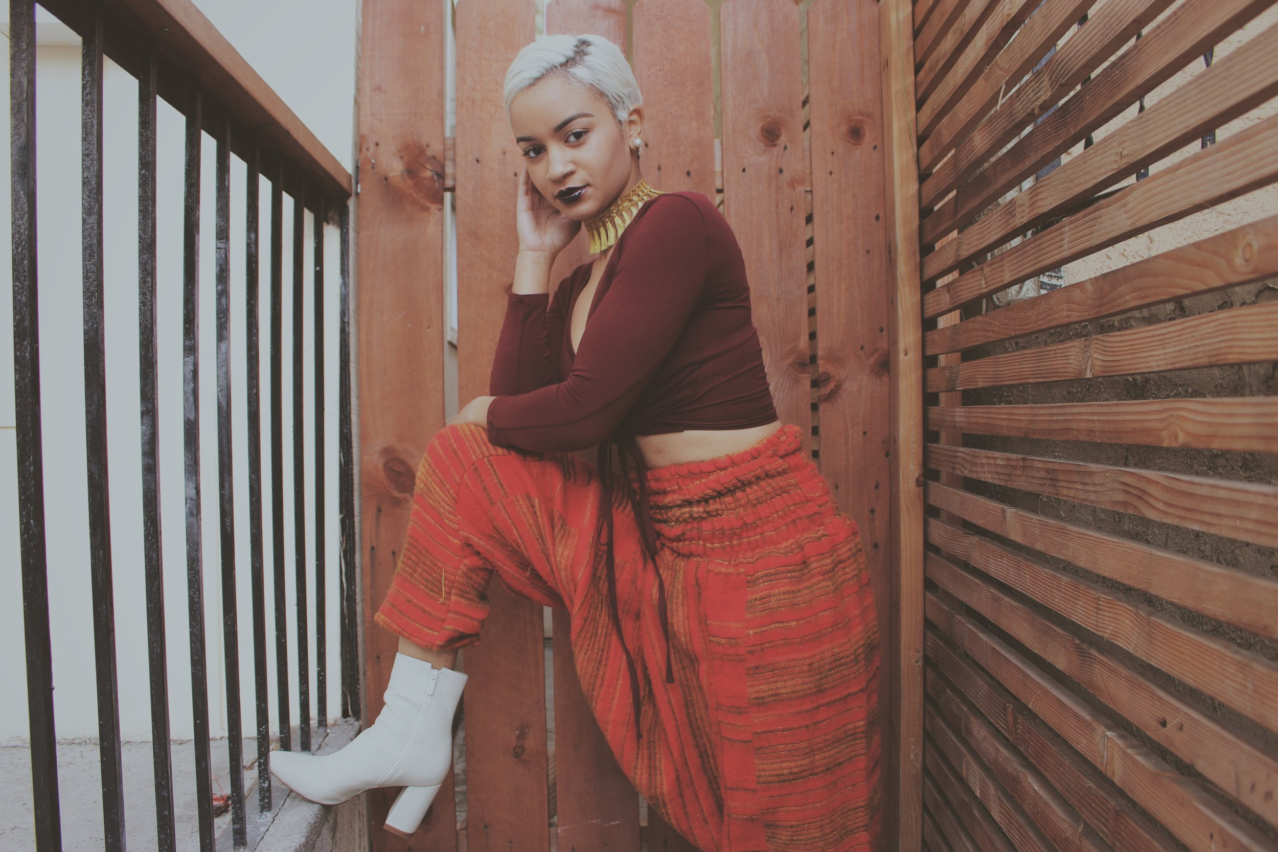 Side note...I took these pics literally right next to my house. My front door is on the other side of those black rails. I walk past this little nook everyday and never once thought to take pics over here. This was the perfect location for this outfit!     Welp, until next time! Thanks for reading babiessssss.       xoxo,