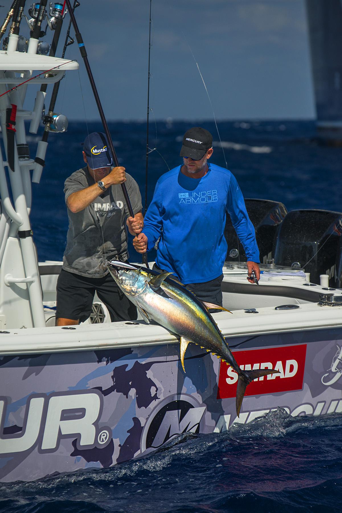 Billy and Steve lift scott's topwater fish on board.nikon d800, 200mm, f/5.0, 1/5000 sec
