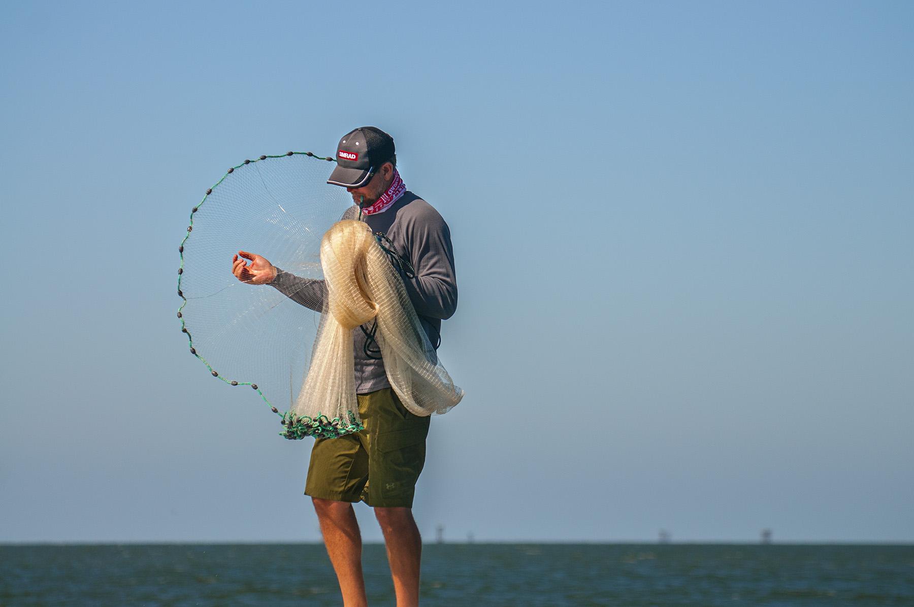 steve prepping the net. nikon d300s, 135mm, f/4.0, 1/2000 sec