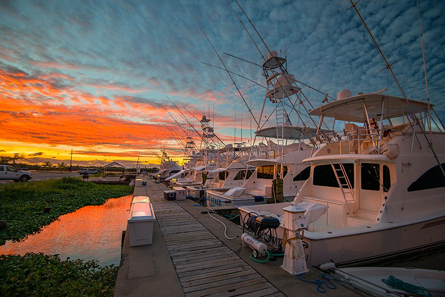 sunrise at the marina, looks like a good start to the day. nikon d800, 16mm, f/4.0, 1/30 sec