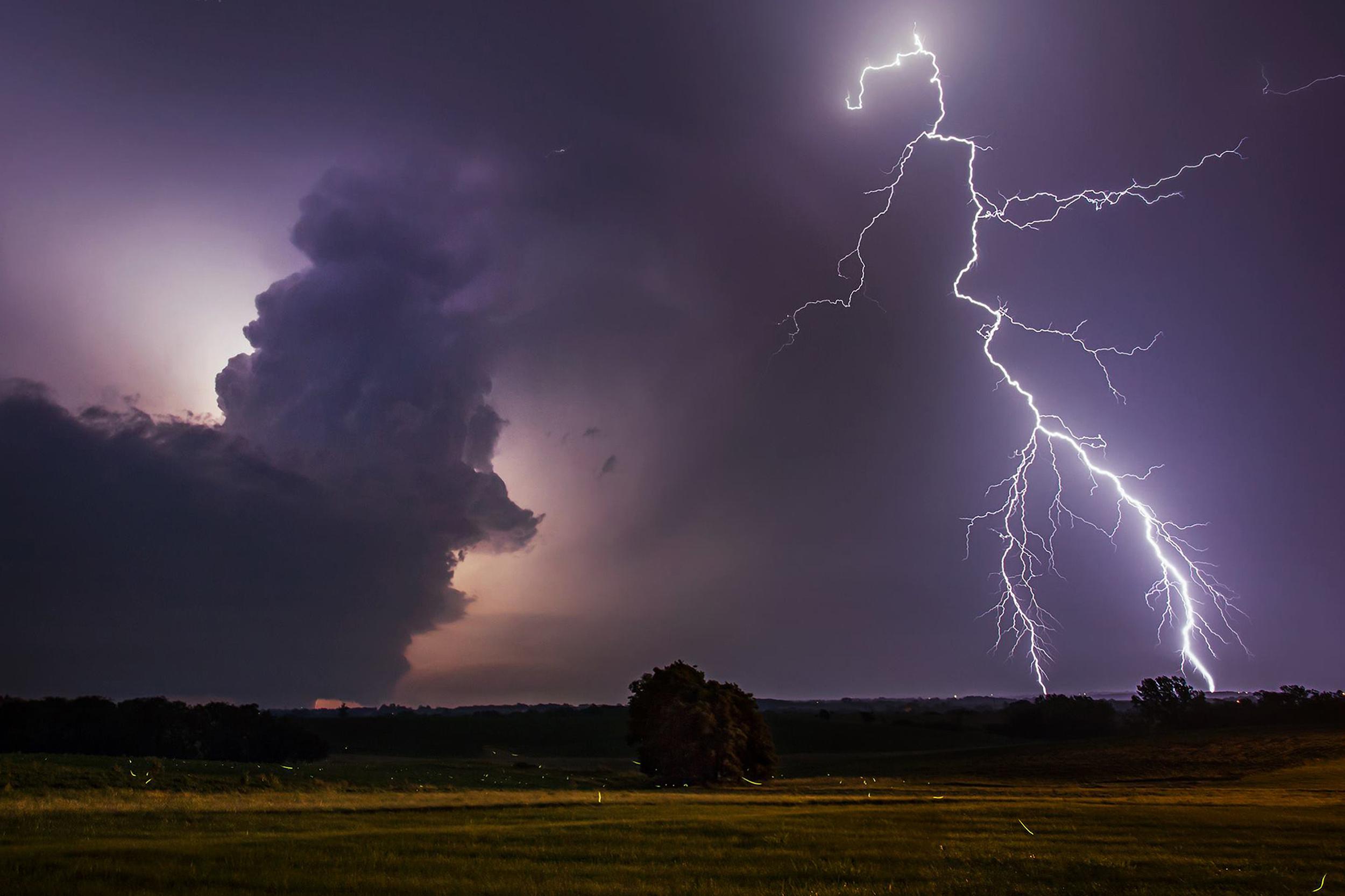 Mesocyclone and +CG lightning in Weston, Missouri on June 29, 2014