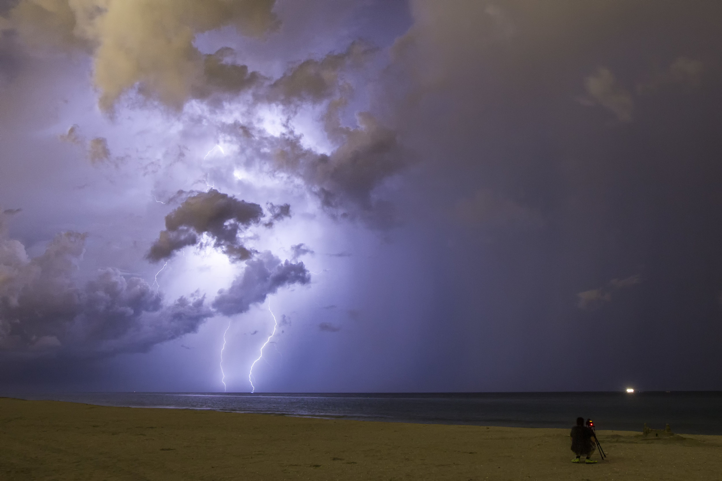 Want to go storm chasing?  Find out how you can join Jason.