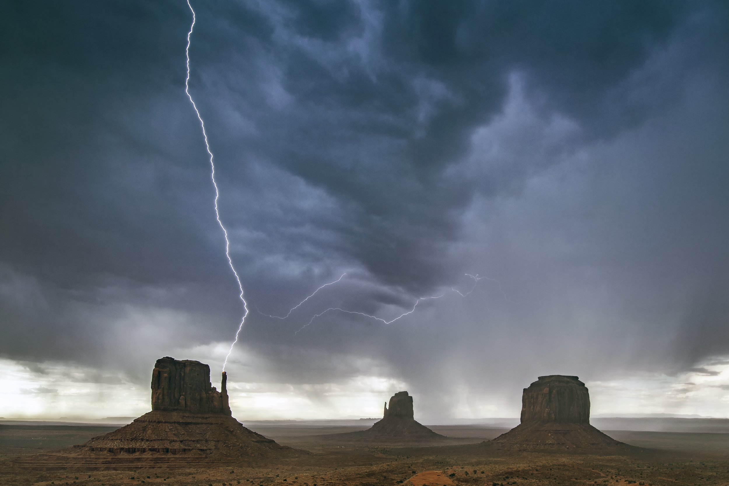Monument Valley CG lightning July 22, 2018.png