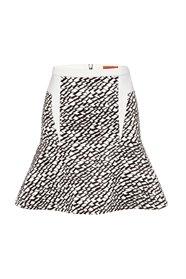 Triangularity flip skirt