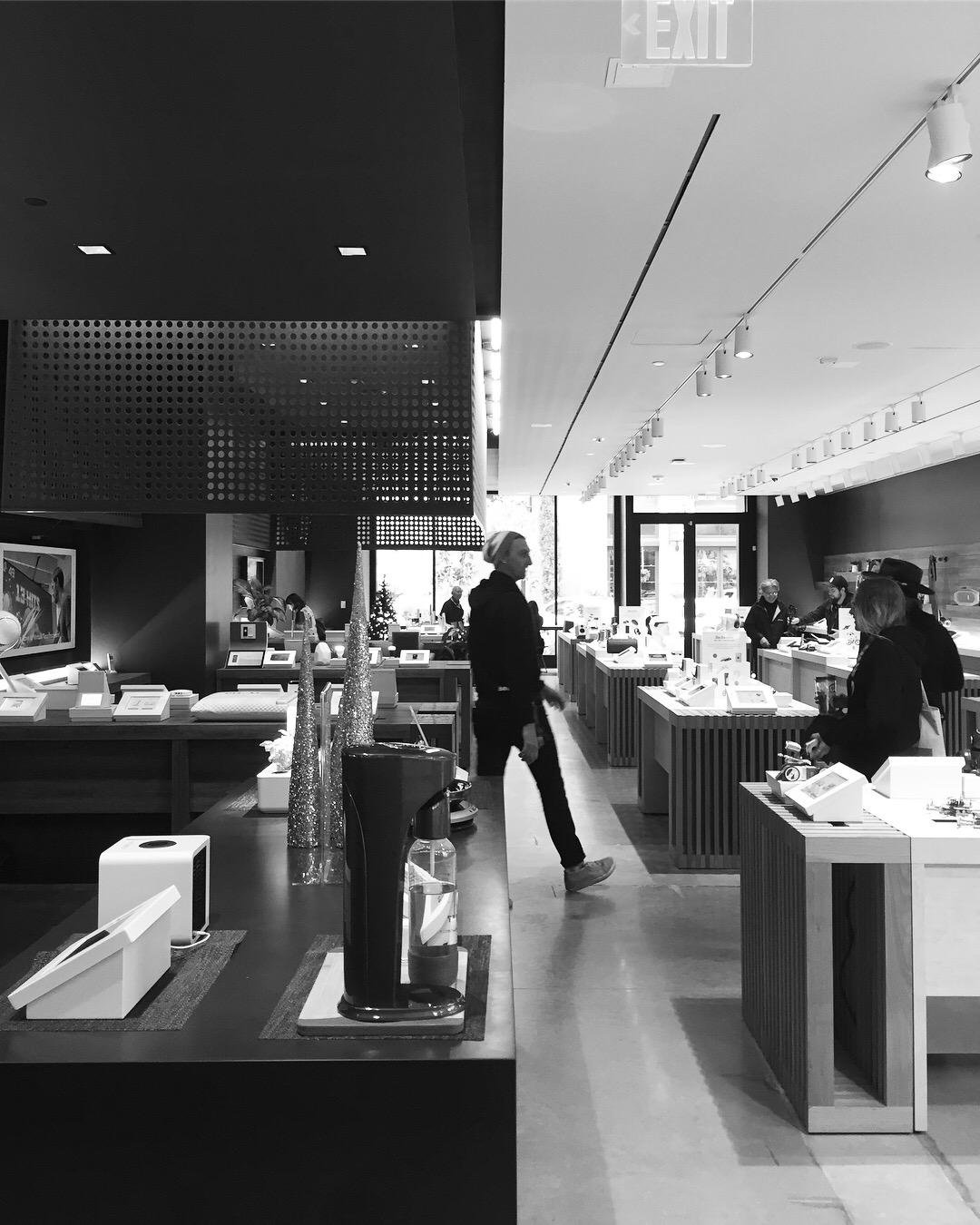 b8ta | Seattle | 2016  Responsibilities: Lead Designer for Overall Concept, Layout, Fixture Design, Digital Integration, Fixture Documentation, Lighting Intent, Visualization Photo: Matt Schaefer