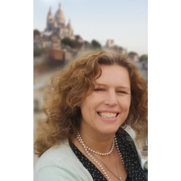 """26,27 en28 oktober 2018 Met vrienden naar Parijs geweest.  Atelier Lumières  was pure magie: projecties van werk van Klimt en Hundertwasser. Tot midden januari. Ook zocht ik naar de mooiste """"rooftop"""" uitzichten van Parijs, om te tekenen en schilderen. Dit was toch wel het hoogtepunt: dakterras van het Carlton Hotel Montmartre, 9e verdieping."""