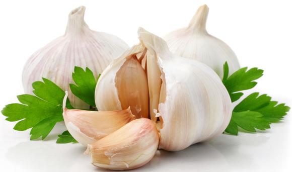 garlic-with-parsley-leaves.jpg