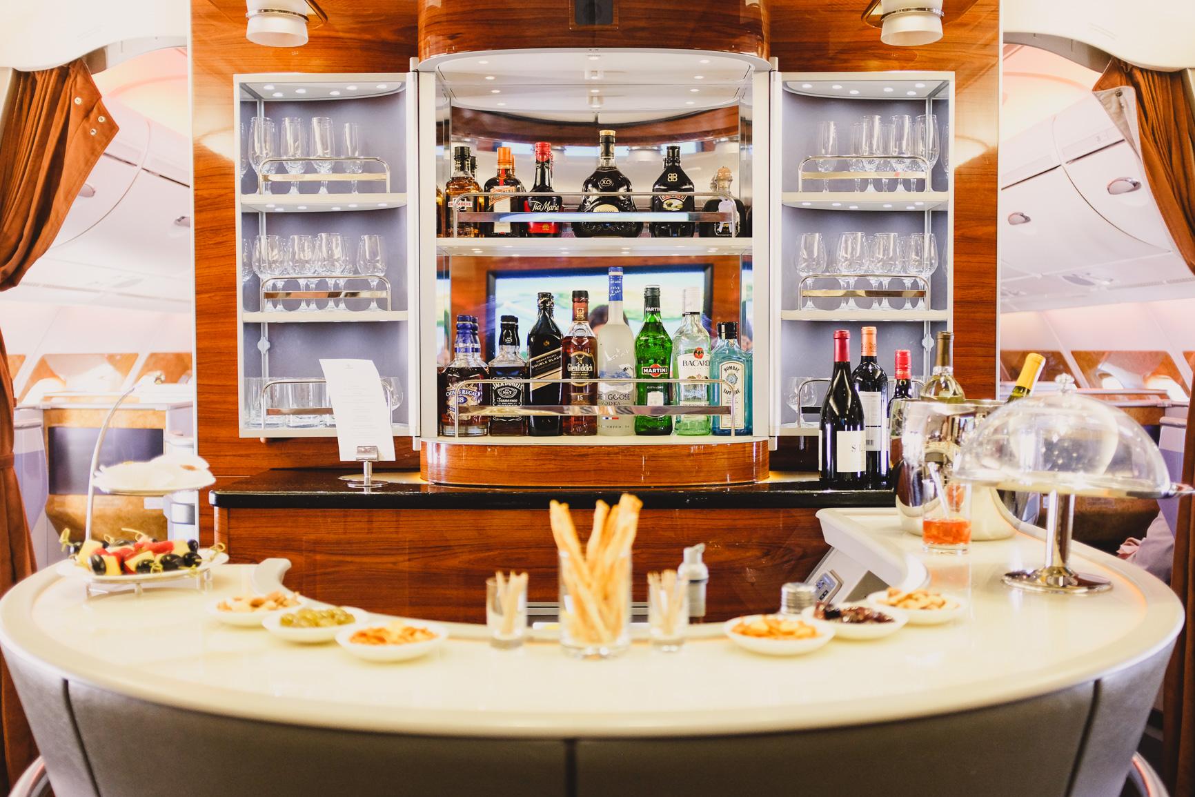 emirates a380 business class skybar bar