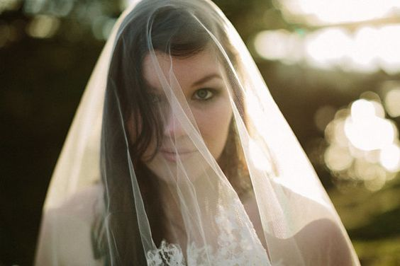 #LEMBAsbride in her isla lace-trim veil (ivory)
