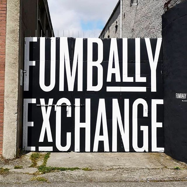 Great working with the super talented @wondersandsigns on this job for @fumballyexchange. Amazing artwork as always by @grahamthew and Gareth Jones. They'll have no more problems with people finding the new @fumballyexchange with these signpainted gates 😉 #Signpainter #signwriter #signpainting #design #handpainted #dublinsigns #signsofpower #handpaintedsign #fumballyexchange #typography #dublinsignwriter #lettering #signs #wondersandsigns