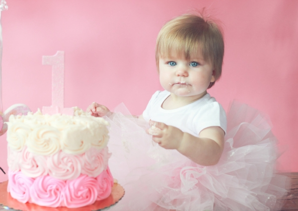 Pink and White Cake Smash Session