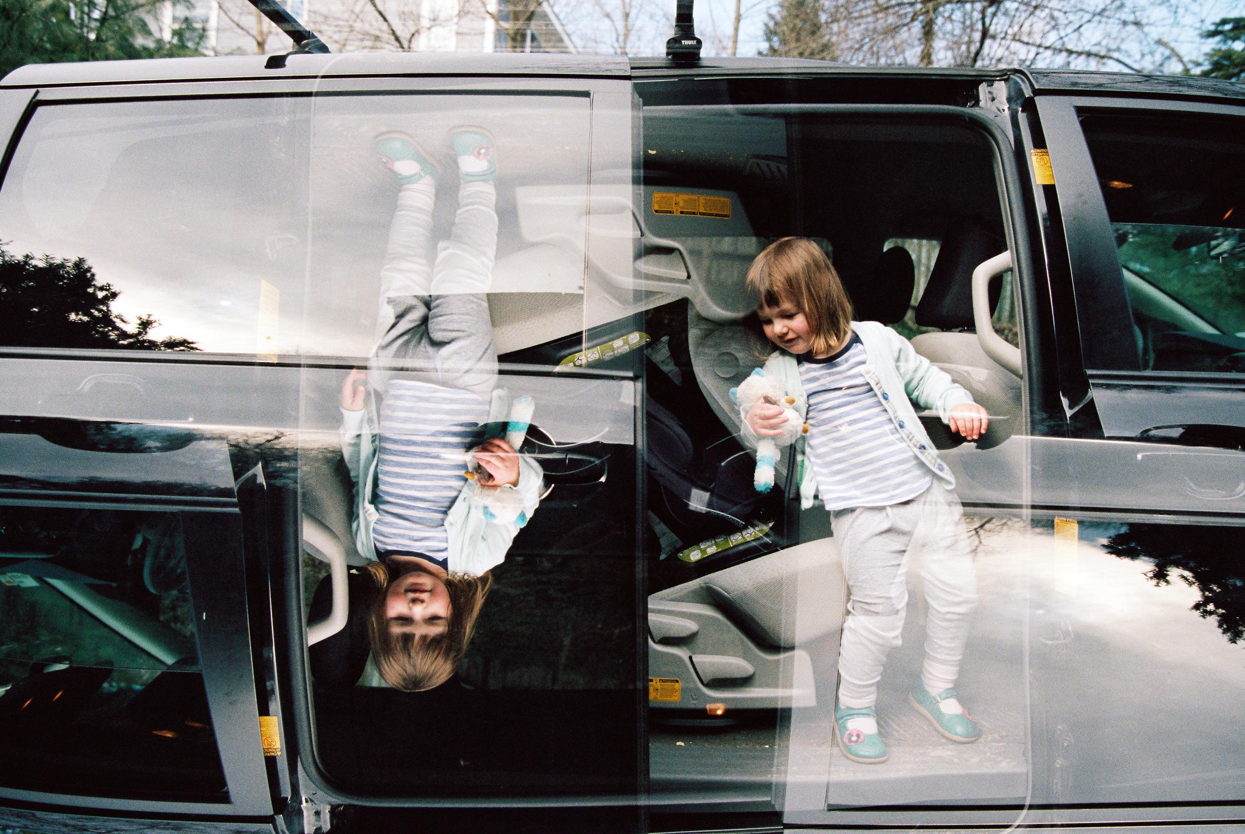 Double Minivan Action (Canon 1v :: Portra 400)   73/366