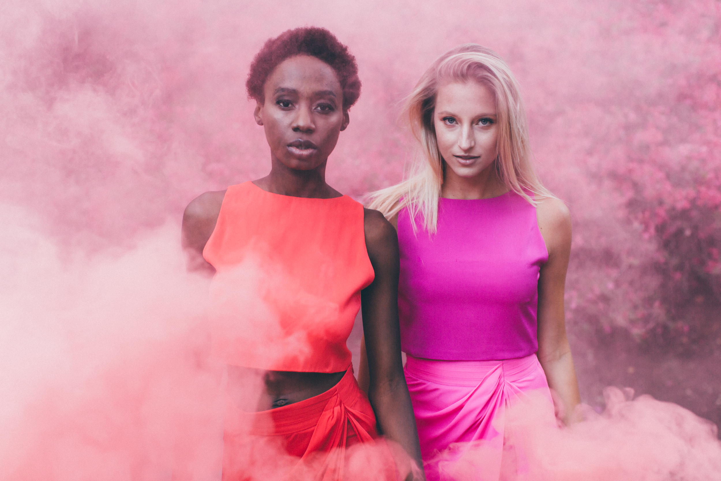 Los Angeles Pink Smoke Lifestyle Photoshoot by The Finches
