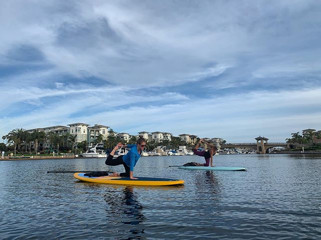 🙌🏼The magic hour! 💙 It's that time of year, we do weeknight evening classes by request. 🌊Thank you Jamie and Lindsey for joining us to kick off summer sunset SUP yoga classes 🌅 The bonus is it's often a private or small group SUP yoga class if you have been wanting to try SUP yoga but prefer a small class setting.🧘🏻‍♀️ #seadogyoga @channelislandsharbor @visitoxnardca