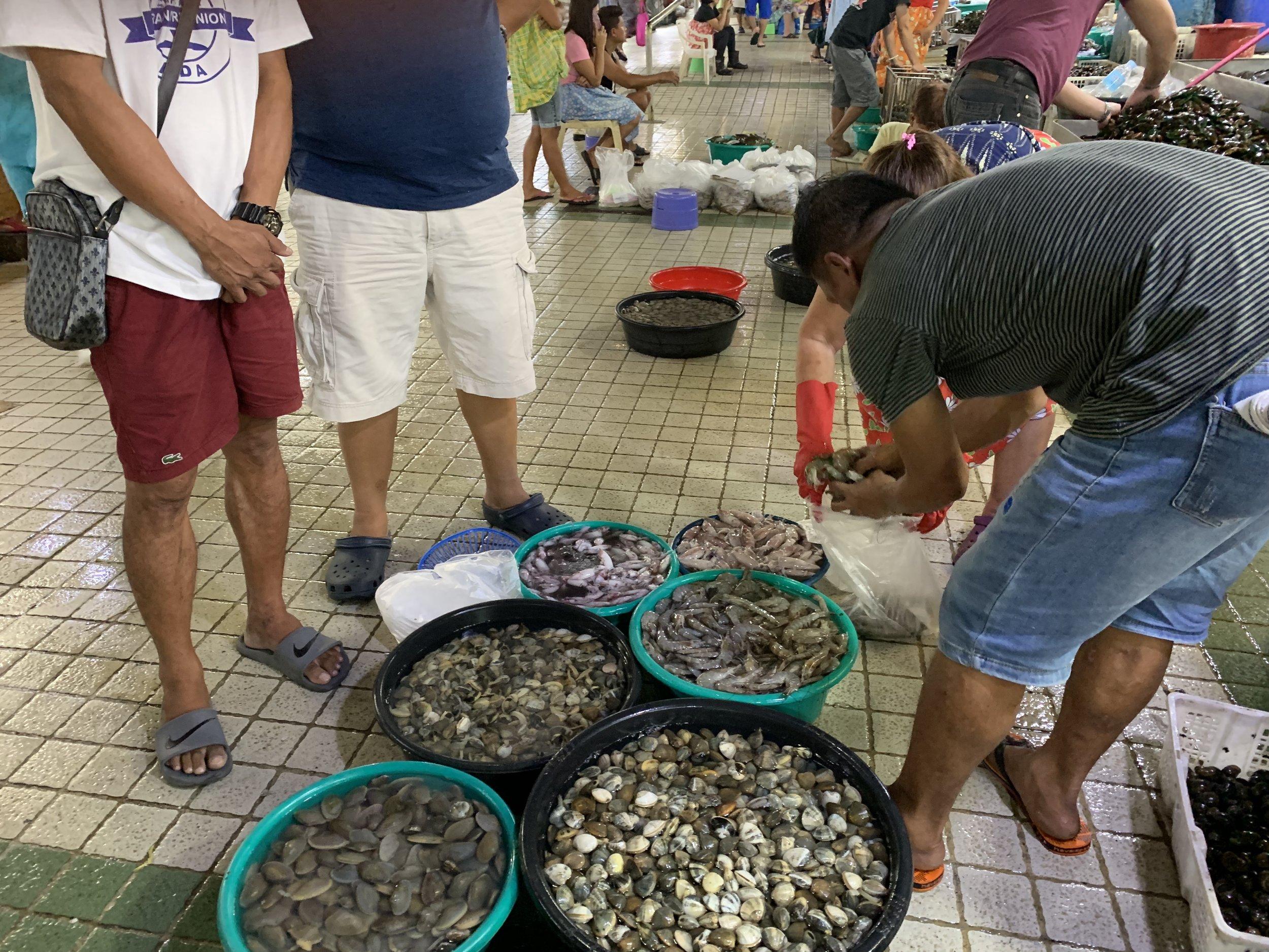 Seafood by the kilo. (Farmers Market, Cubao)