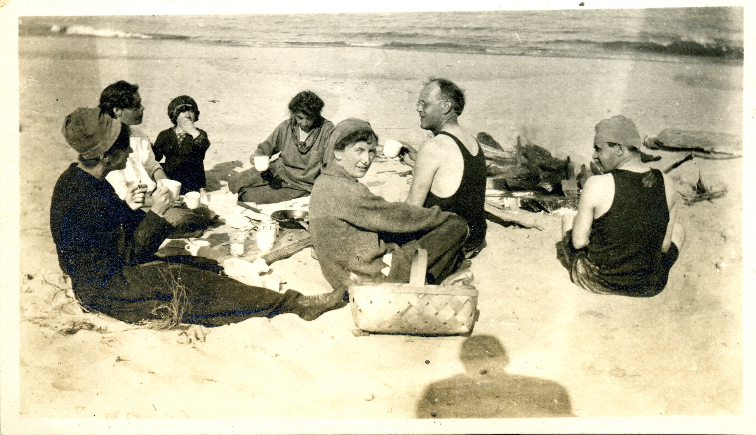 Beach Picnic 1915  click to enlarge