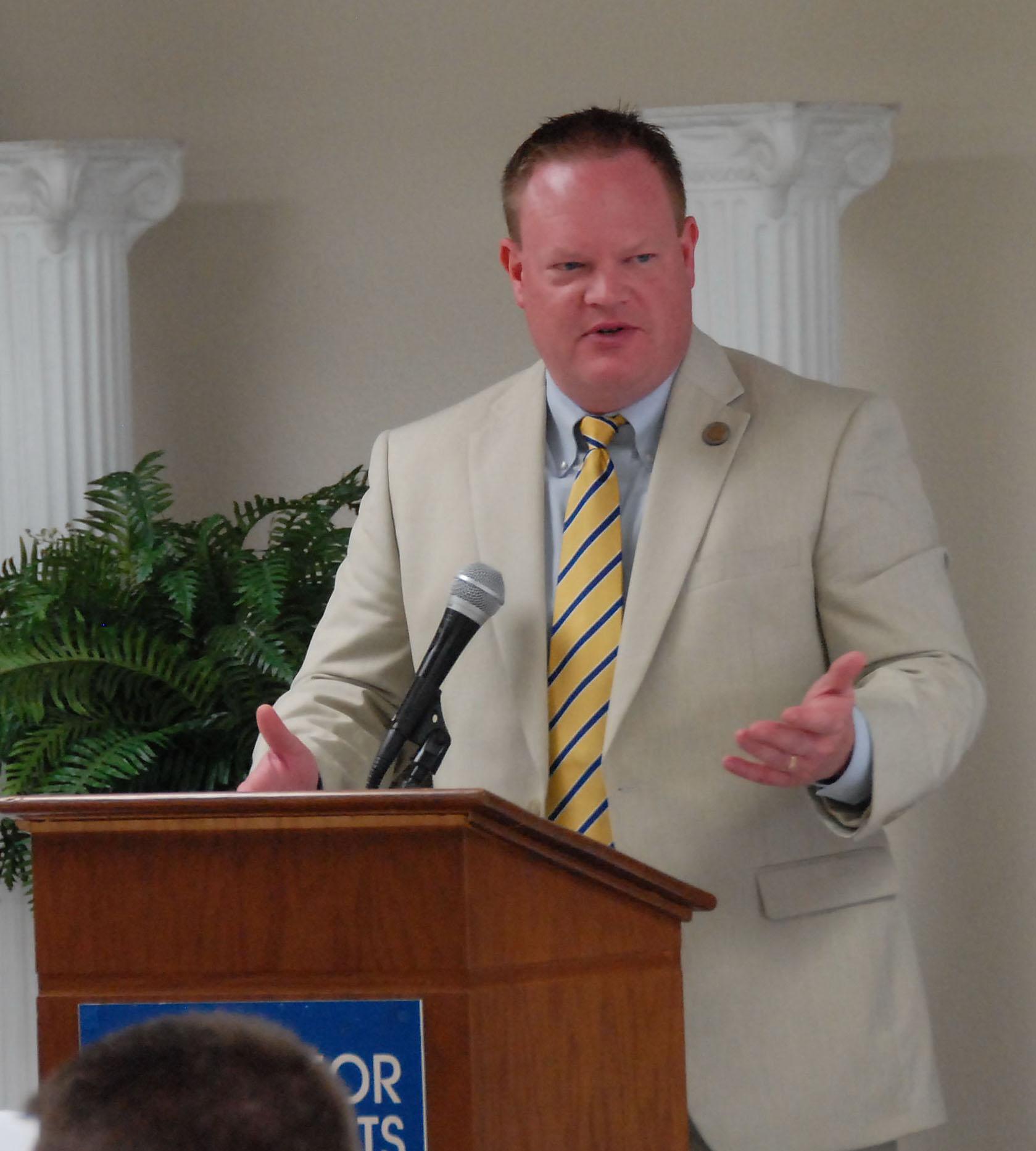 Rogers Mayor Greg Hines