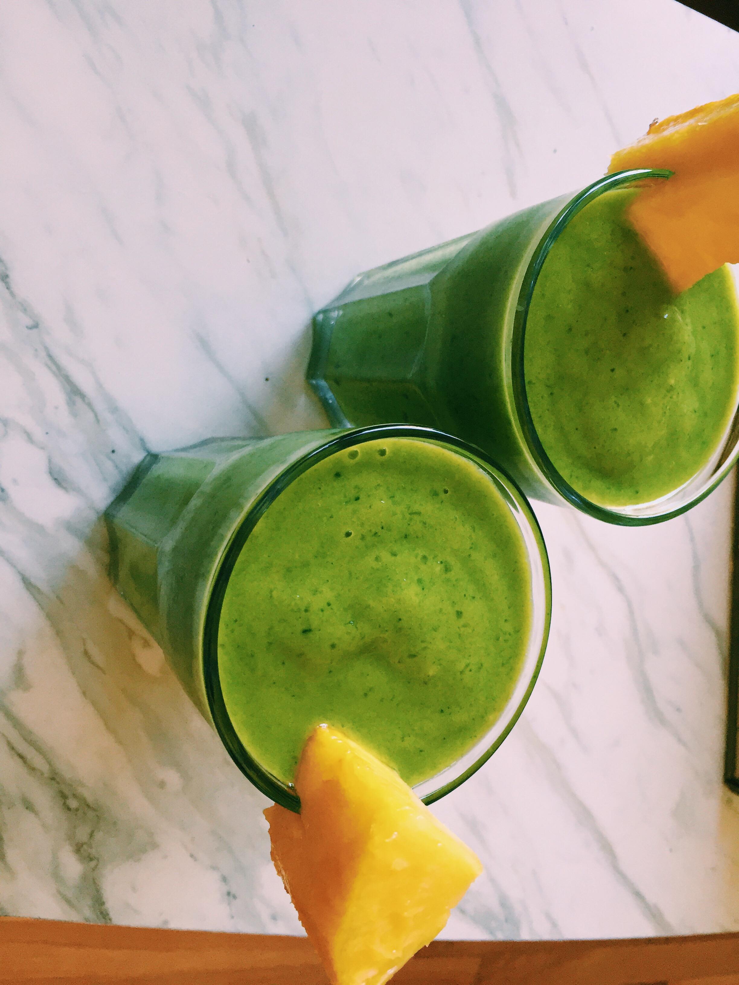 Smoothie: Spinach, pineapple, mango, banana, rice milk, ice. MMMMMMMMMMM!!!