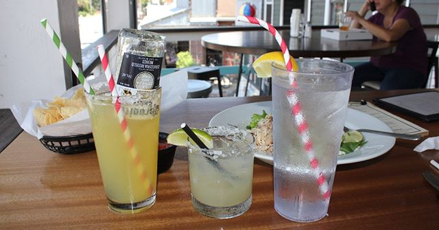 Who's ready for Cinco de Mayo?! We are, and we have straws to match #hearteyes #cincodemayo #cincodedrinko #festive