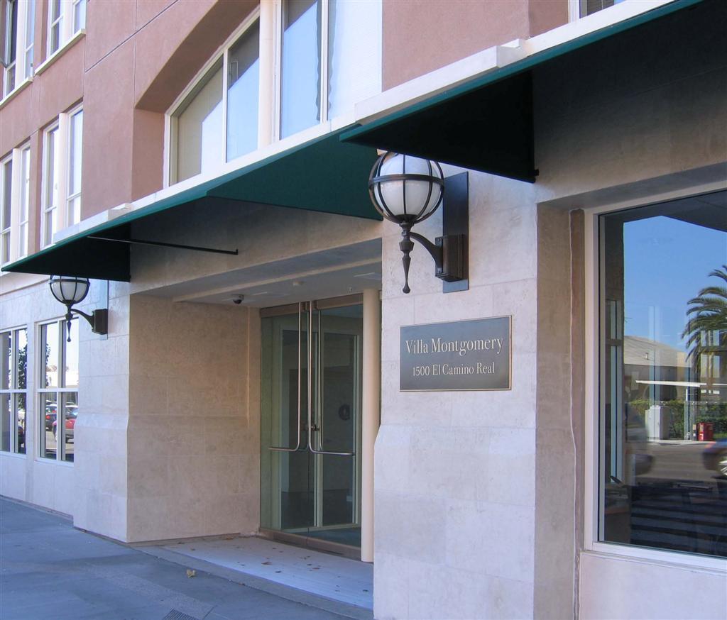 Front Entrance (2) (Large).jpg