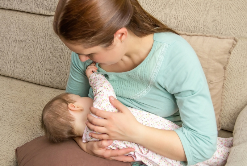 breastfeeding mom