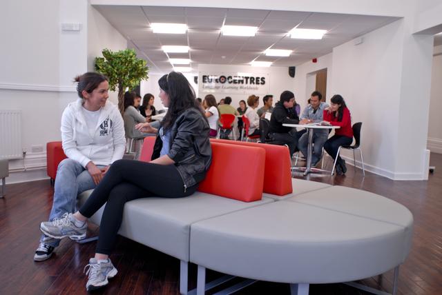 Las escuelas de   EUROCENTRES   además de su tecnología de punta, ha desarrollado un ambiente en el cual harás amigos de todas las nacionalidades.