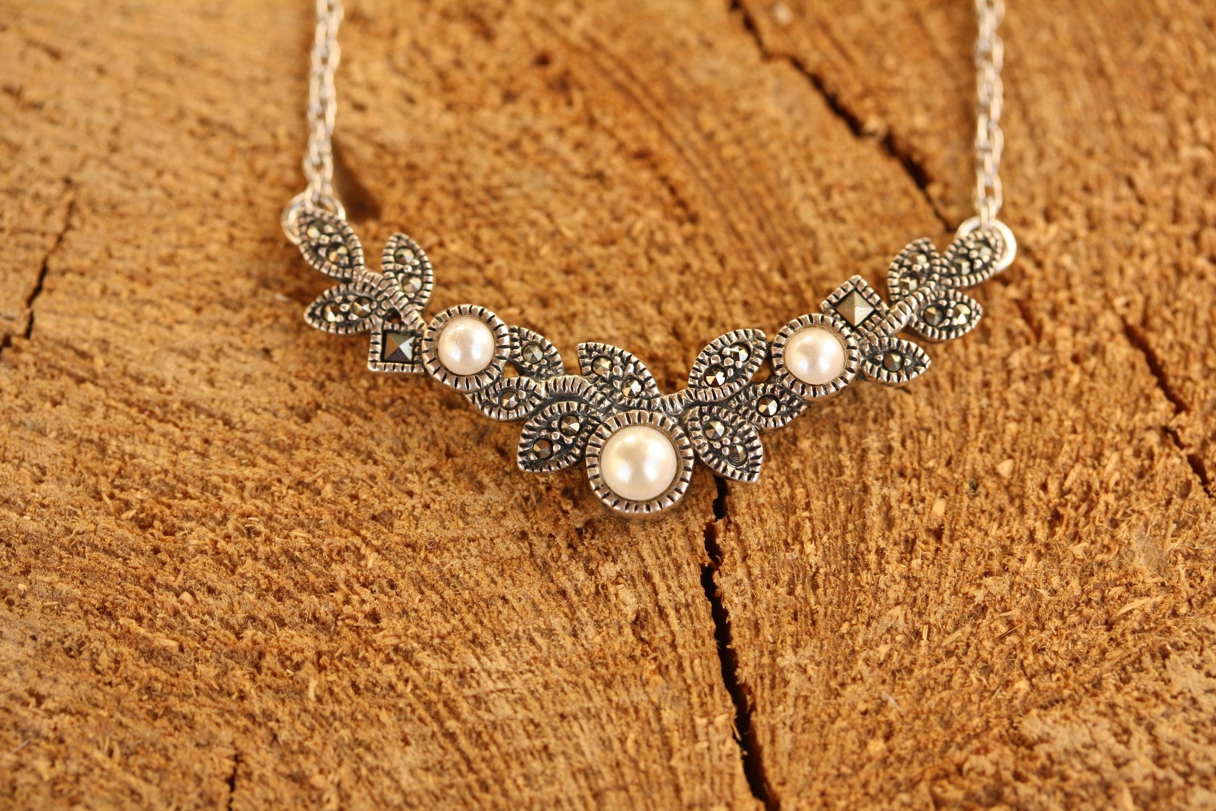 Vintage Necklace Faux Pearls Marquisite Floral Design_03 copy.JPG