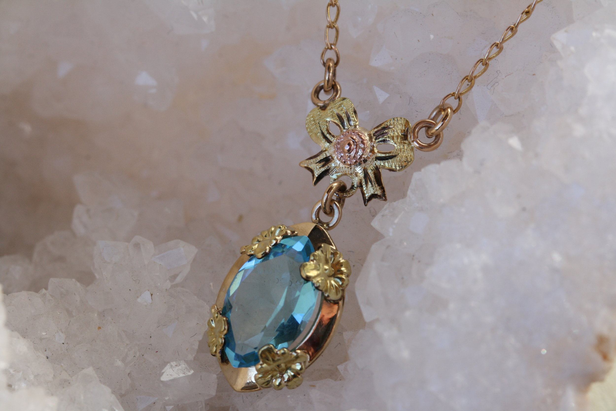 Estate Edwardian Blue Topaz with Bow Detal YG RG Necklace_02 copy.JPG